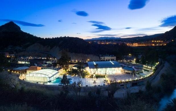 Spa piscinas termales en archena por 5 oferta con for Piscina archena